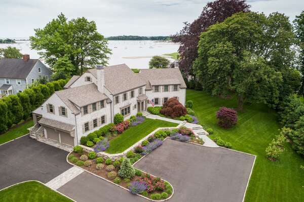 The house at 4 Pilot Rock Lane in the Riverside section of Greenwich has abundant waterfront views. Built in the Shore Colonial style in 1956, it went through a major renovation beginning in 2015. It has a Cape Cod feel to it.