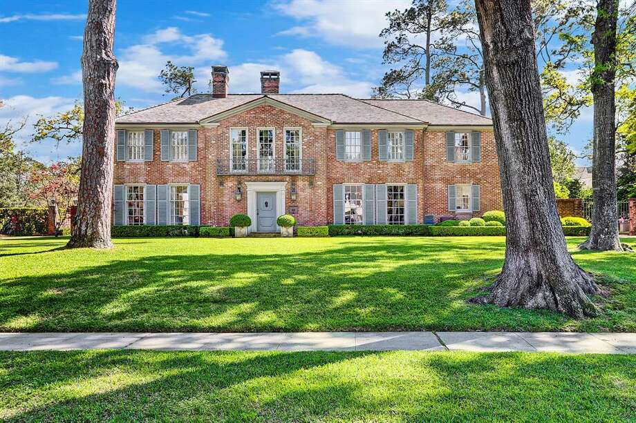 3601 Inverness