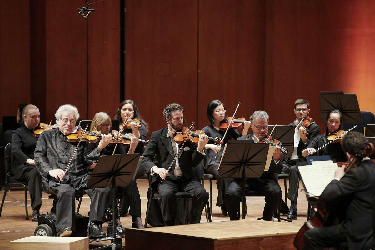 Itzhak Perlman performing with the Houston Symphony.