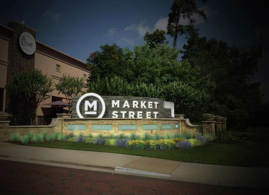Warby Parker and J. Crew are among the retailers to re-open at Market Street The Woodlands. Photo: Market Street - The Woodlands