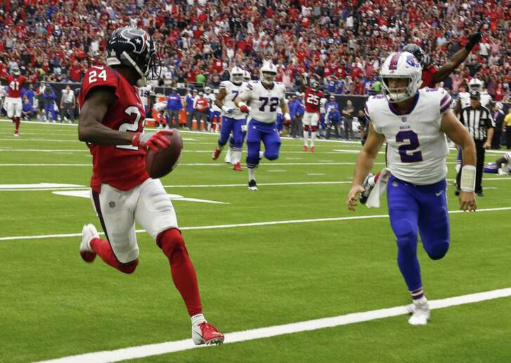 Johnathan Joseph #24 of the Houston Texans scores on an intereption as Nathan Peterman #2 of the Buffalo Bills is late on the coverage at NRG Stadium on October 14, 2018 in Houston.