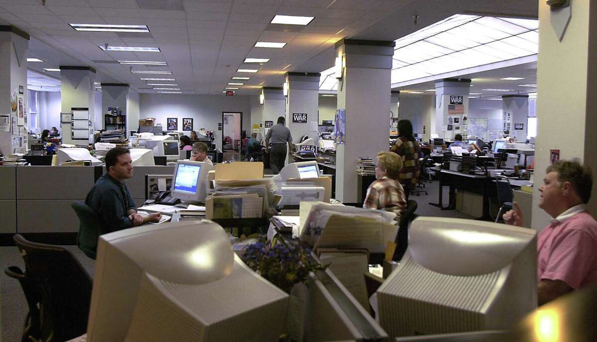 It was an Express-News newsroom such as this one in 2003 except earlier, and a friendly gesture was all it took to make a rookie feel more tat home.