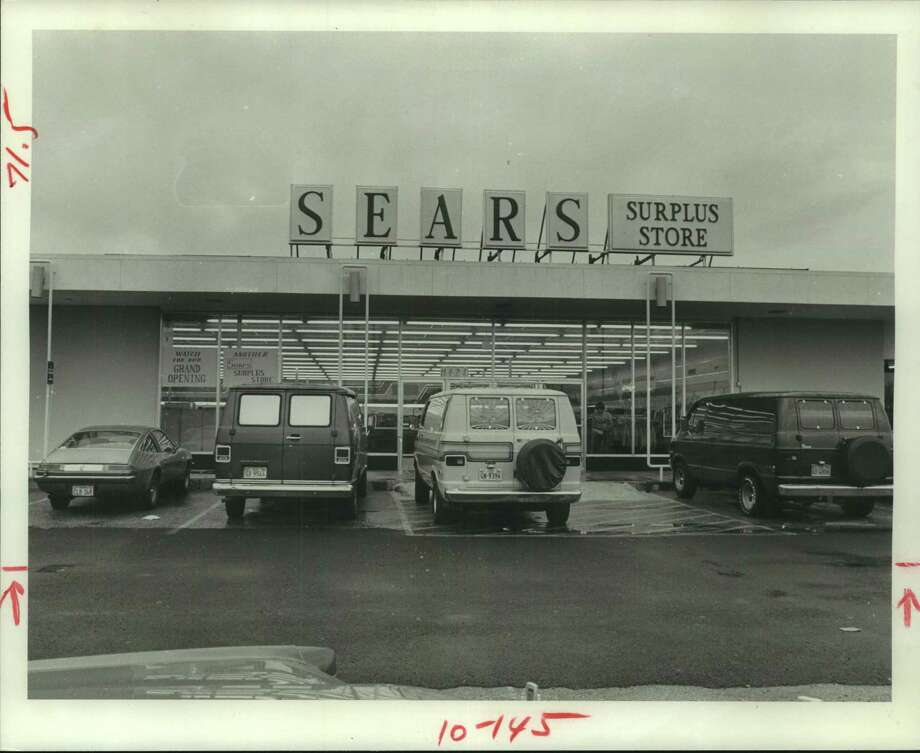 Sears Surplus storefront in Houston in 1977. / Houston Chronicle