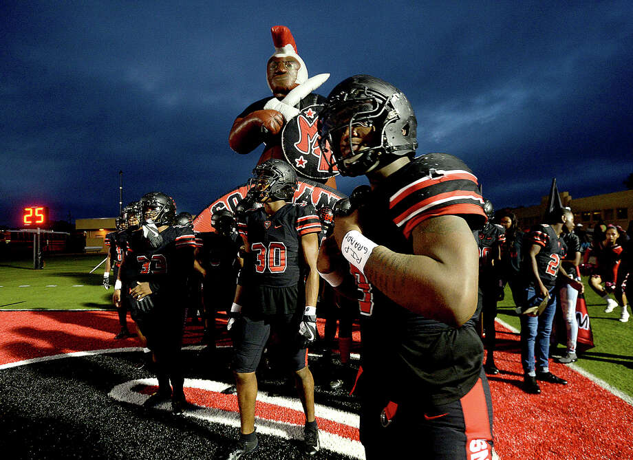 Port Arthur Memorial's Titans get ready to face Porter during their match-up Friday night in Port Arthur. Photo taken Friday, October 19, 2018 Kim Brent/The Enterprise Photo: Kim Brent/The Enterprise