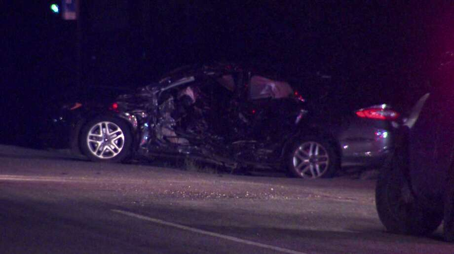 BCSO: Man dead after overnight Southwest Side crash - San Antonio