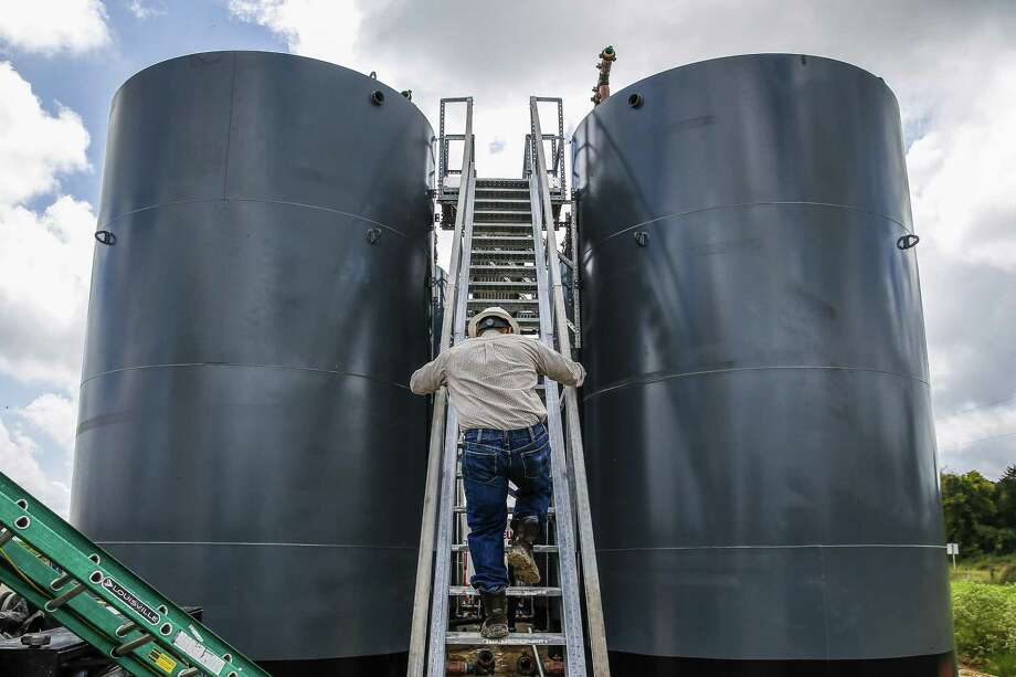 Much of the oil pumped out in the current price war could end up in storage tanks, not refineries. Photo: Michael Ciaglo, Houston Chronicle / Staff Photographer / Michael Ciaglo