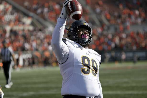 California's Malik McMorris celebrates his touchdown on a pass from quarterback Chase Garbers during the first half of an NCAA college football game against Oregon State in Corvallis, Ore., Saturday, Oct. 20, 2018. (AP Photo/Amanda Loman)