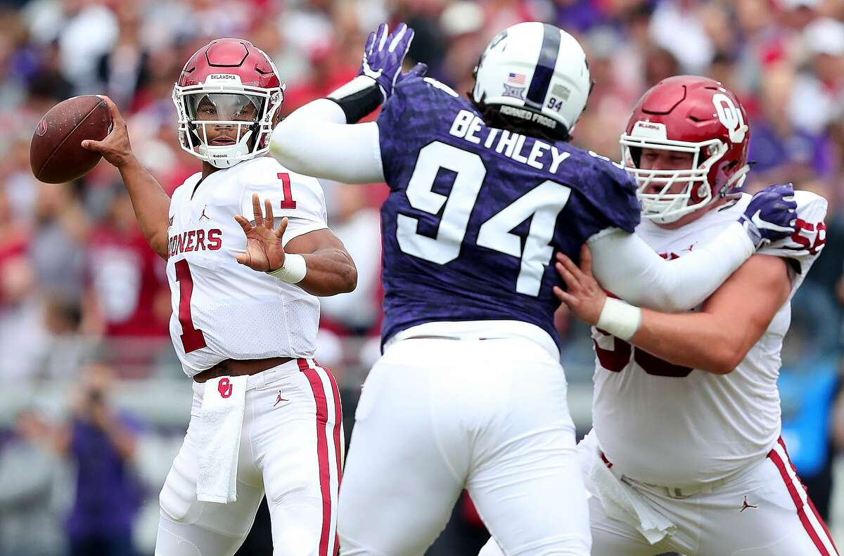 FORT WORTH, TX - OCTOBER 20: Kyler Murray #1 of the Oklahoma Sooners looks for an open receiver against Corey Bethley #94 of the TCU Horned Frogs in the first half at Amon G. Carter Stadium on October 20, 2018 in Fort Worth, Texas. (Photo by Tom Pennington/Getty Images)