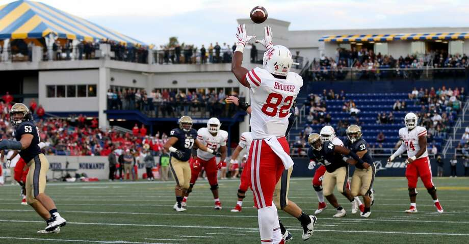 ANNAPOLIS, MD - OCTOBER 20: Romello Brooker #82 of the Houston Cougars catches a touchdown against the Navy Midshipmen during the second half at Navy-Marines Memorial Stadium on October 20, 2018 in Annapolis, Maryland. (Photo by Will Newton/Getty Images) Photo: Will Newton/Getty Images