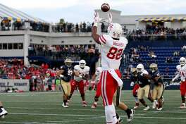 ANNAPOLIS, MD - OCTOBER 20: Romello Brooker #82 of the Houston Cougars catches a touchdown against the Navy Midshipmen during the second half at Navy-Marines Memorial Stadium on October 20, 2018 in Annapolis, Maryland. (Photo by Will Newton/Getty Images)