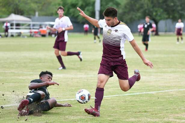 TAMIU soccer player David Martinez is returning for a second stint with the Heat as he was announced Friday as the team's first signing for the 2020 season.