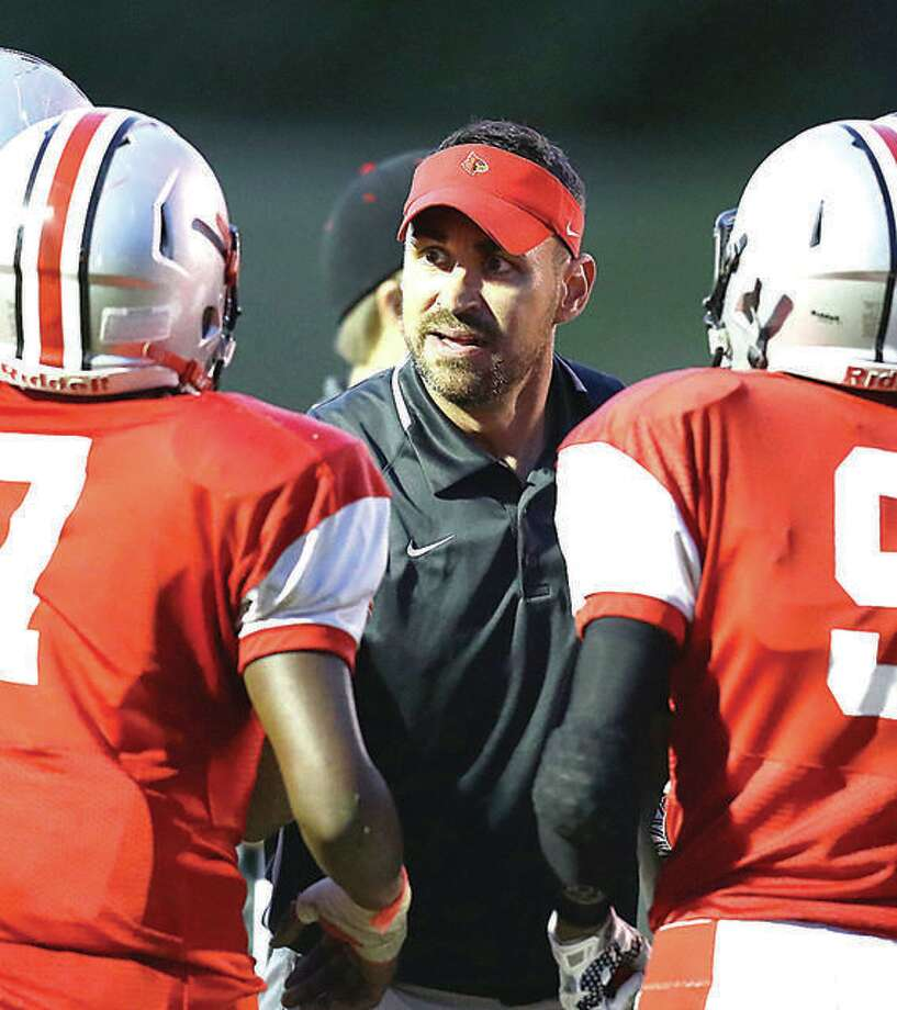 Alton coach Eric Dickerson's Redbirds (5-4) will play their first-round Class 7A playoff game at Rolling Meadows (9-0). Photo: Telegraph Photo