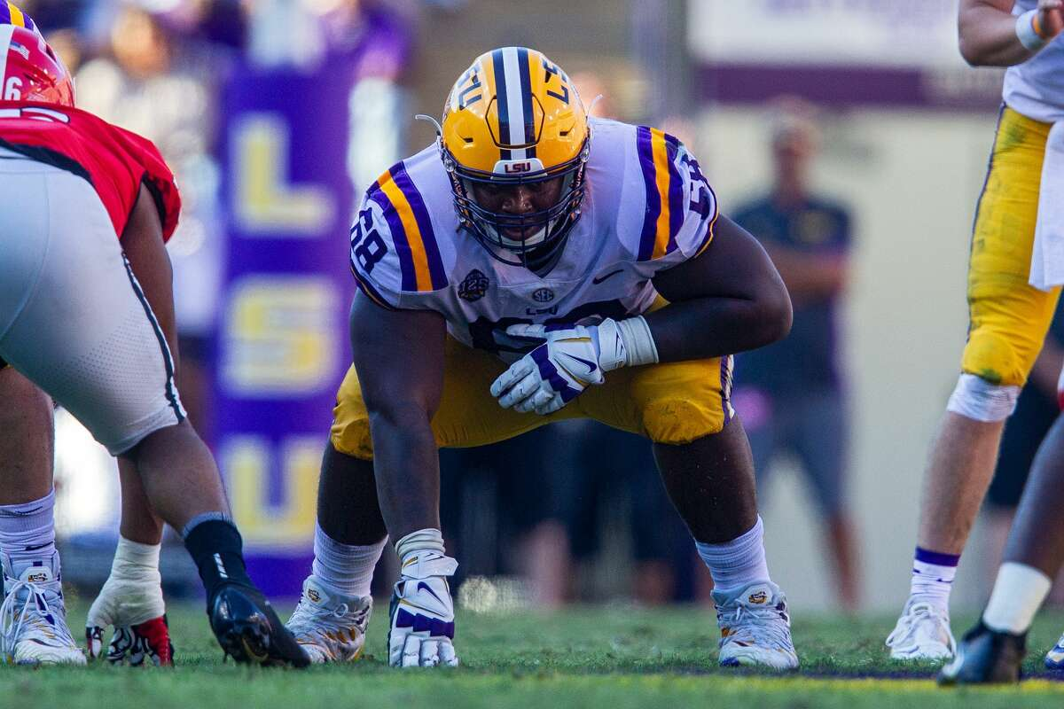 BATON ROUGE, LA - OCTOBER 13: LSU Tigers OG Damien Lewis (68) lines up for a play during a game between the LSU Tigers and the Georgia Bulldogs on October 13, 2018, at Tiger Stadium in Baton Rouge, Louisiana. (Photo by John Korduner/Icon Sportswire via Getty Images)
