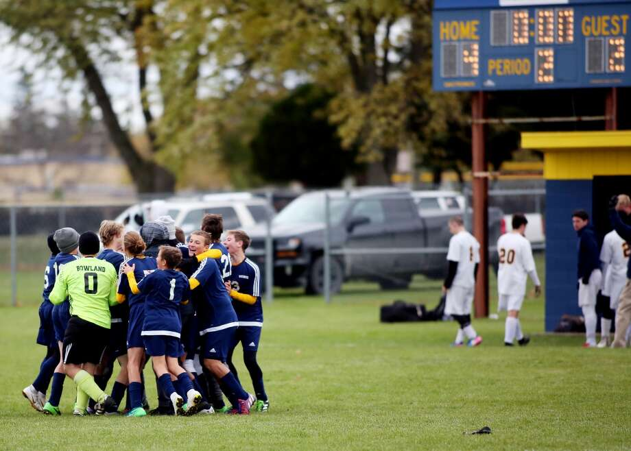 Bad Axe 4, Valley Lutheran 2 Photo: Paul P. Adams/Huron Daily Tribune