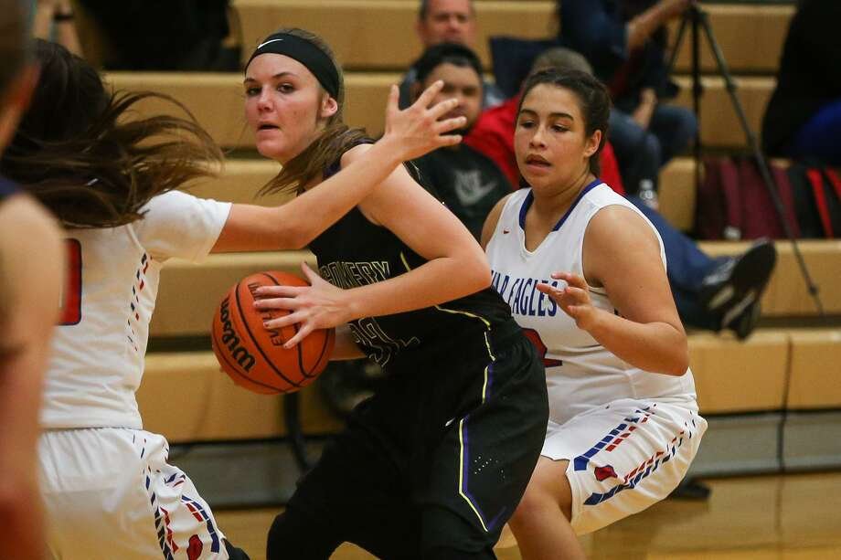 In this file photo, Montgomery's Sarah Mittlesteadt (32) looks to pass around Oak Ridge defenders including Sarah Smedley (32) during the varsity girls basketball game on Tuesday, Jan. 10, 2017, at Oak Ridge High School. (Michael Minasi / Chronicle) Photo: Michael Minasi, Staff Photographer / Houston Chronicle / © 2017 Houston Chronicle