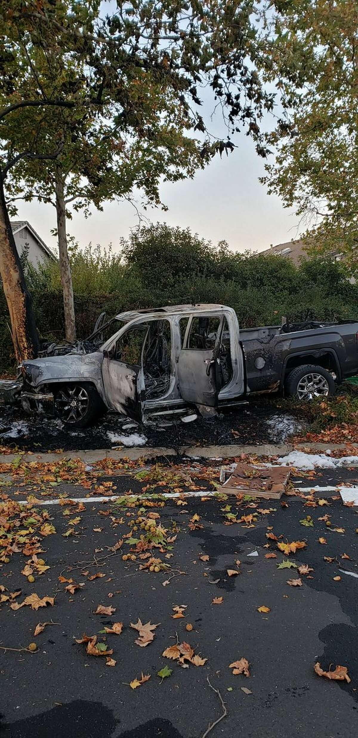 A good Samaritan is credited with pulling out the occupants of a crashed vehicle which caught on fire early Sunday morning.