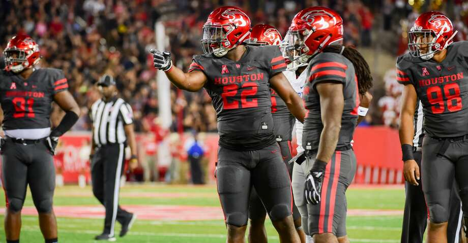 HOUSTON, TX - OCTOBER 19: Houston Cougars linebacker Austin Robinson (22) signals first down Houston following a fumble recovery as other defenders look to the official for the call during the football game between the Memphis Tigers and the Houston Cougars on October 19, 2017 at TDECU Stadium in Houston, Texas. (Photo by Ken Murray/Icon Sportswire via Getty Images) Photo: Icon Sportswire/Icon Sportswire Via Getty Images