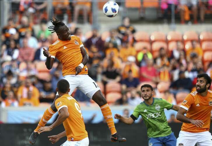 Houston Dynamo forward Alberth Elis (17) headers the ball against the Seattle Sounders during the first half of the MLS match at BBVA Compass Stadium Sunday, Oct. 21, 2018, in Houston.