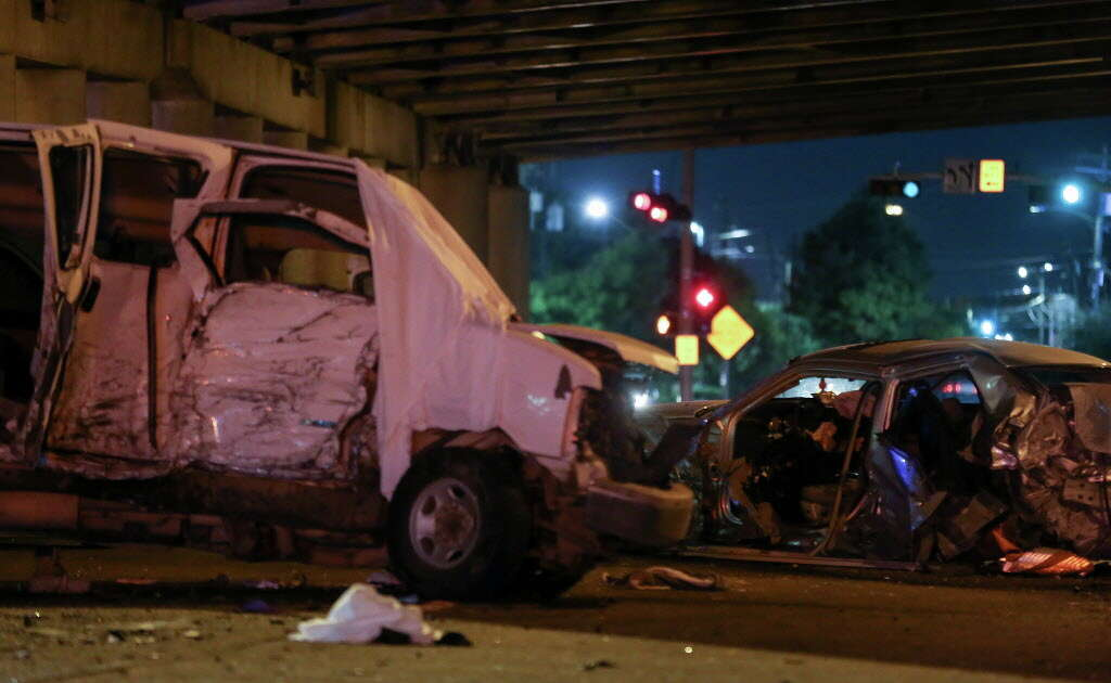 Houston Police officers investigate the scene of a three-vehicle crash on Airline Drive and North Freeway Service Road Monday, Oct. 22, 2018, in Houston. One passenger died in the wreck. Photo: Godofredo A. Vasquez, Staff Photographer / 2018 Houston Chronicle