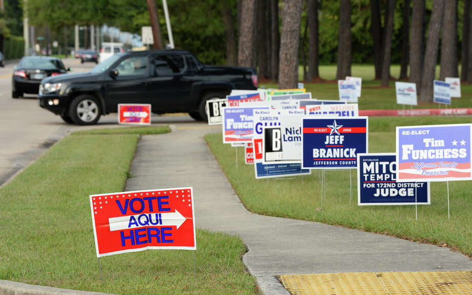Election signs dot Rogers Park in Beaumont Monday as early election voters begin turning out. Photo taken Monday, 10/22/18 Photo: Guiseppe Barranco/The Enterprise / Guiseppe Barranco ?