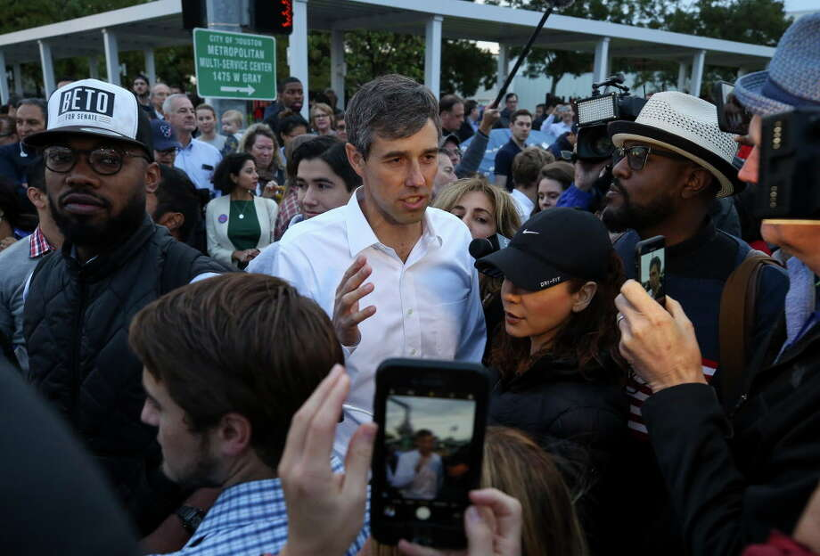 U.S. Senate candidate Beto O'Rourke greets supporters and early voters outside the Metropolitan Multi-Services Center on West Gray Street Monday, Oct. 22, 2018, in Houston. Photo: Godofredo A. Vasquez, Staff Photographer / 2018 Houston Chronicle