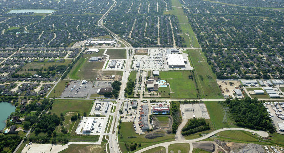 NewQuest Properties developed Marketplace at Ninety-Six, a 36-acre development at League City Parkway and Hobbs Road in League City. Marketplace at Ninety-Six is anchored by 123,000-square-foot Kroger Marketplace. Photo: NewQuest Properties