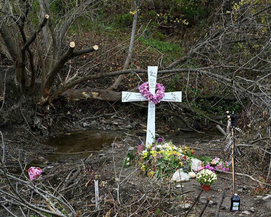 A cross marks the final resting point of the limo at the site of the accident that took the lives of 20 people on Monday, Oct. 22, 2018, in Schoharie, N.Y. (Skip Dickstein/Times Union) Photo: SKIP DICKSTEIN, Albany Times Union