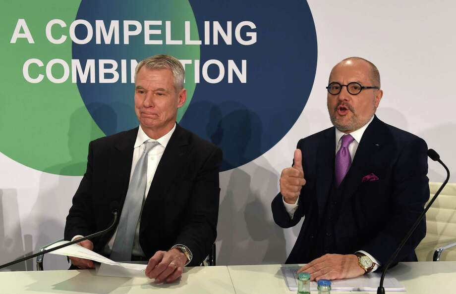 Steve Angel, CEO of Praxair, left, and Aldo Belloni, CEO of German company Linde, at a news conference in Munich, Germany, last year. U.S. regulators on Monday gave the go-ahead for Praxair and Linde to create the world's largest industrial gas supplier, but will require them to divest nine business units. Photo: Getty Images / AFP or licensors