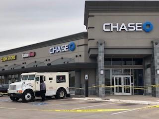 Robbers use pepper spray during armored car heist near Cloverleaf