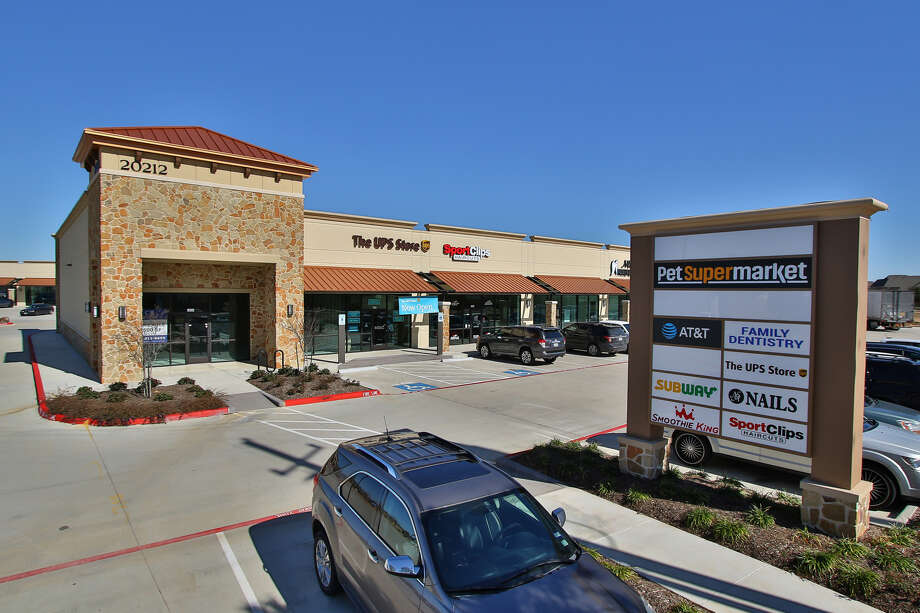 Gleannloch Crossing broke ground in fall 2016 and opened in fall 2017. The center is near the H-E-B Champion Forest market, which opened in summer 2017. Photo: Capital Retail Properties