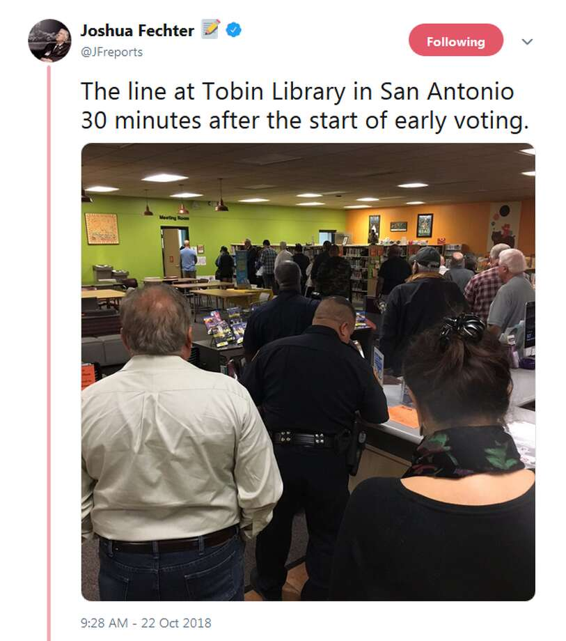 @JFreports: The line at Tobin Library in San Antonio 30 minutes after the start of early voting. Photo: Twitter, Instagram Screengrabs