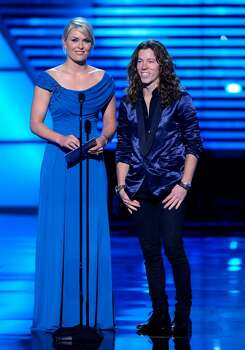 Lindsey Vonn, left and Shaun White are seen on stage at the ESPY Awards on Wednesday, July 14, 2010 in Los Angeles. (AP Photos/Chris Pizzello) Photo: Chris Pizzello