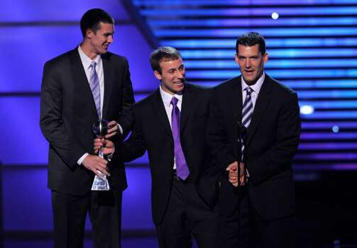 Northern Iowa coach Ben Jacobson, right, accepts the award for best upset at the ESPY Awards on Wednesday, July 14, 2010 in Los Angeles. Looking on from left are Adam Cook and Ali Farokhmanesh. (AP Photos/Chris Pizzello) Photo: Chris Pizzello