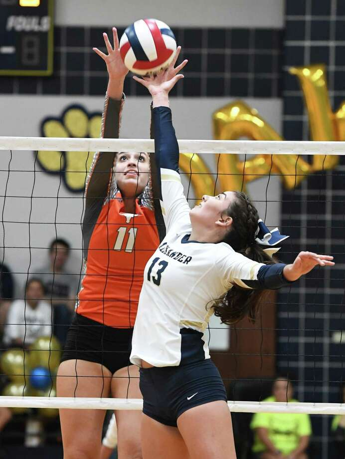 United hosts Alexander at 7 p.m. Tuesday in the regular-season finale with a share of the district title on the line. Photo: Danny Zaragoza /Laredo Morning Times File