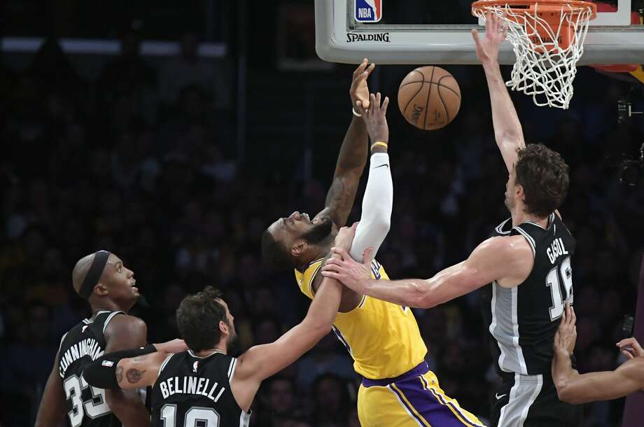 2cb2d4baeb0 Los Angeles Lakers forward LeBron James
