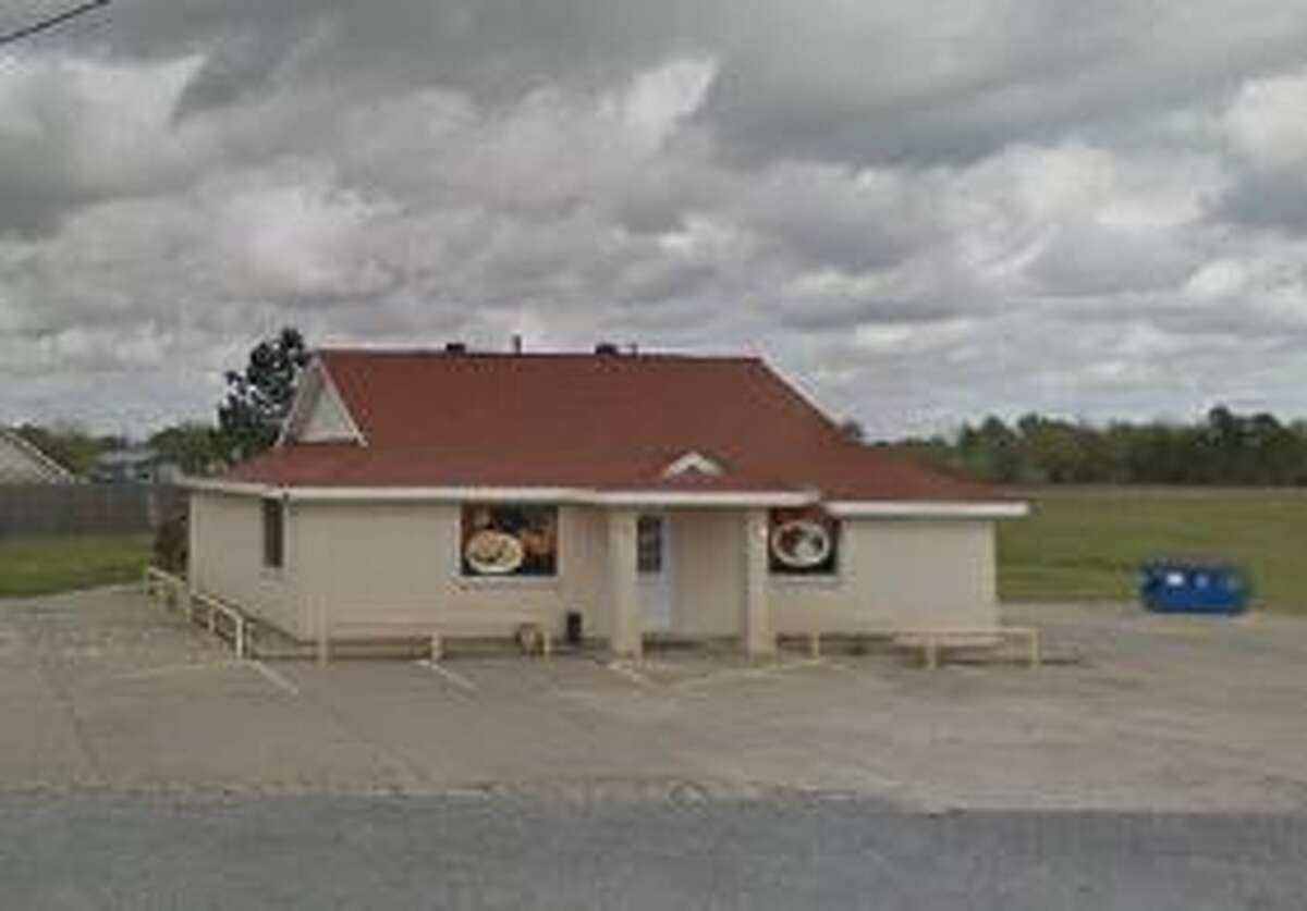 Fannett Seafood 18746 FM 365 Score: 91 Violations: Food not properly dated, sinks must remain empty, food improperly stored.