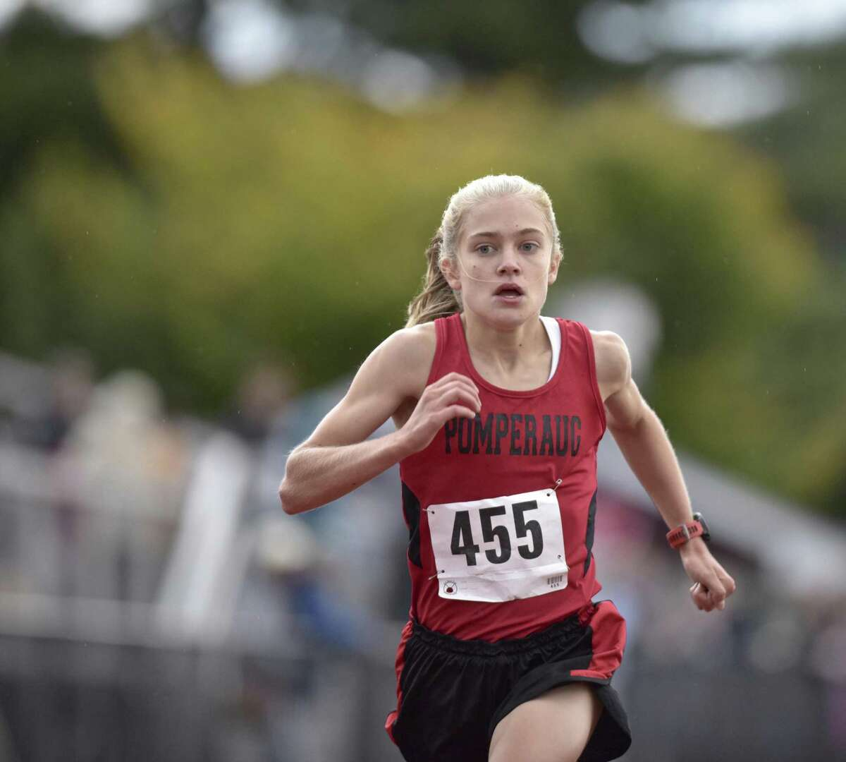 Kate Wiser lowered her course record by almost a minute in winning the 2018 SWC girls cross country championship