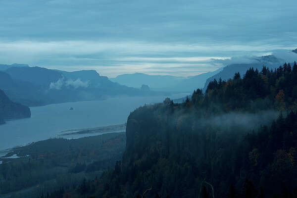 OREGON, UNITED STATES - 2014/11/09: View in the morning of the Columbia River gorge with the Vista House in the fall from the Women's Forum State Park near Portland in Oregon, USA. (Photo by Wolfgang Kaehler/LightRocket via Getty Images)