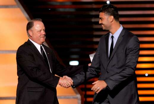 Major League Baseball Umpire Jim Joyce, left, and Detroit Tigers pitcher Armando Galarraga shake hands on stage at the ESPY Awards on Wednesday, July 14, 2010 in Los Angeles. (AP Photos/Chris Pizzello) Photo: Chris Pizzello
