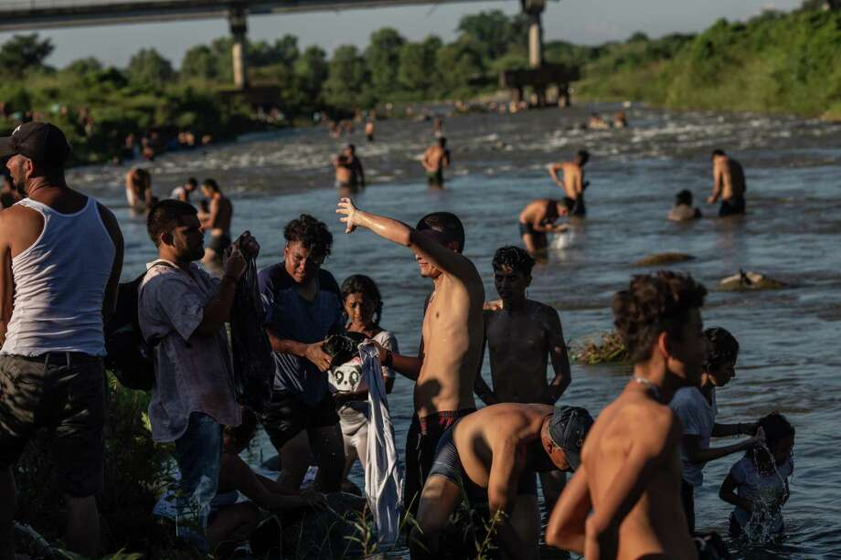 Central Americans bathe in a river in Huixtla, Mexico, on Tuesday. Many said they had long been waiting for a chance to head north. Photo: Bloomberg Photo By Alejandro Cegarra / Bloomberg
