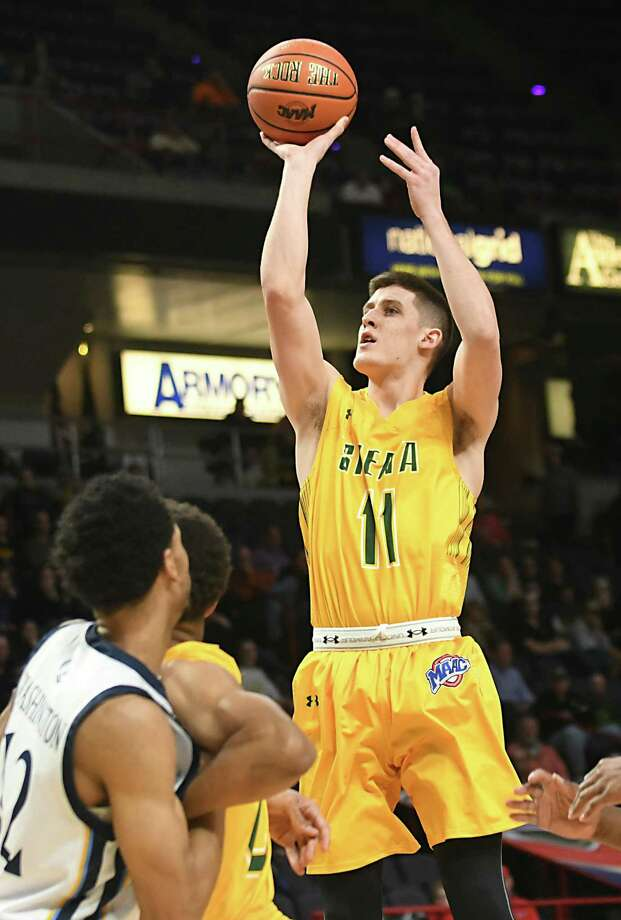Siena's Thomas Huerter takes a shot during a first-round MAAC basketball game against Quinnipiac at the Times Union Center on Thursday, March 1, 2018 in Albany N.Y. (Lori Van Buren/Times Union) Photo: Lori Van Buren / 20043036A