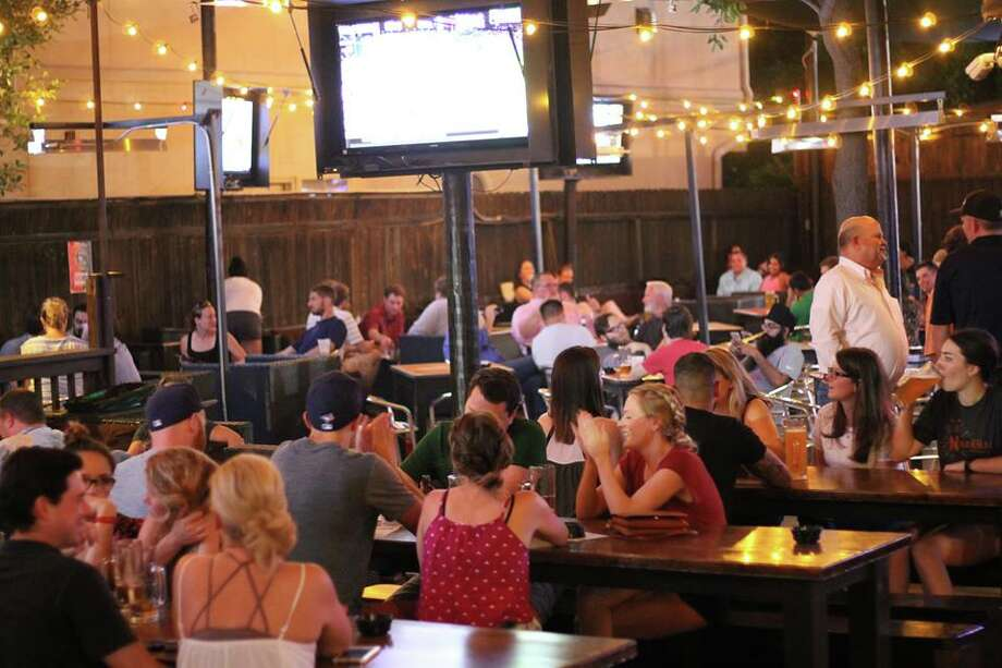 """Little Woodrow's Midtown, 2306 Brazos StreetStars: 3.5 Reviews: 290 Primary teams: Baylor, Texas, Texas A&M  """"Great place to watch a football game for groups! I went Saturday afternoon and we had a private table to ourselves with a tv in it."""""""