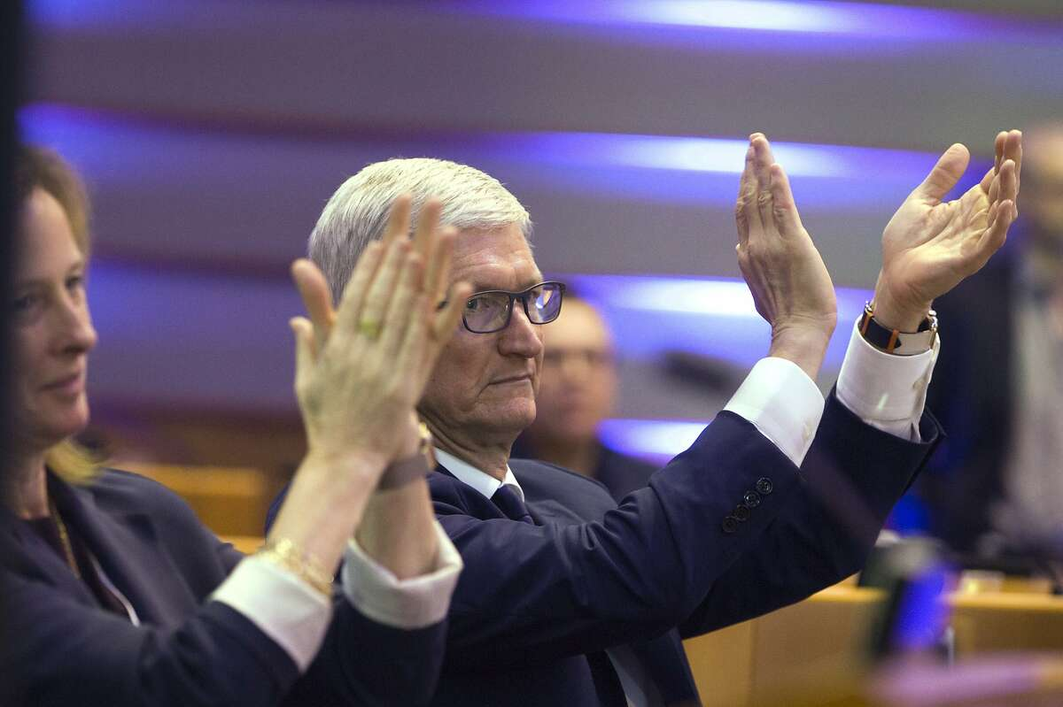 Apple CEO Tim Cook applauds during a data privacy conference at the European Parliament in Brussels, Wednesday, Oct. 24, 2018. (AP Photo/Virginia Mayo)