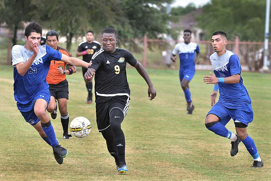 Julius Williams scored in the 16 minute in the Palominos' 9-1 win over Blinn Wednesday. Photo: Cuate Santos /Laredo Morning Times / Laredo Morning Times