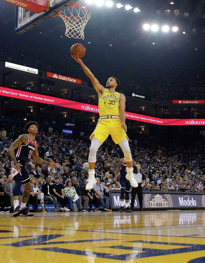 Stephen Curry (30) puts in a layup in the first quarter as the Golden State Warriors played the Washington Wizards at Oracle Arena in Oakland, Calif., on Wednesday, October 24, 2018. = Photo: Carlos Avila Gonzalez / The Chronicle / Carlos Avila Gonzalez - San Francisco Chronicle