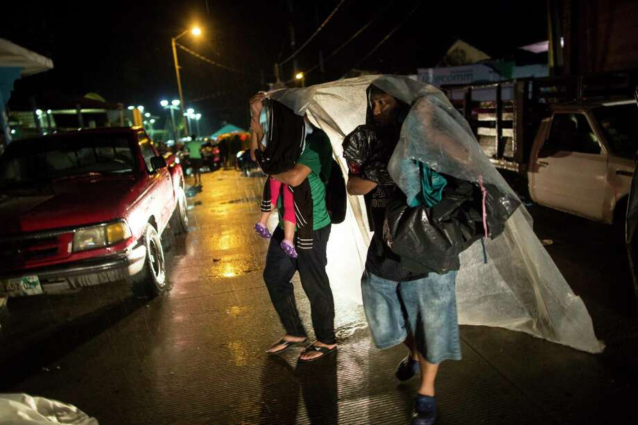 Central American migrants take cover from a heavy rain in Mapastepec, Mexico, Wednesday, Oct. 24, 2018. Thousands of Central American migrants renewed their hoped-for march to the United States on Wednesday, setting out before dawn with more than 1,000 miles still before them. Photo: Rodrigo Abd, AP / Copyright 2018 The Associated Press. All rights reserved.