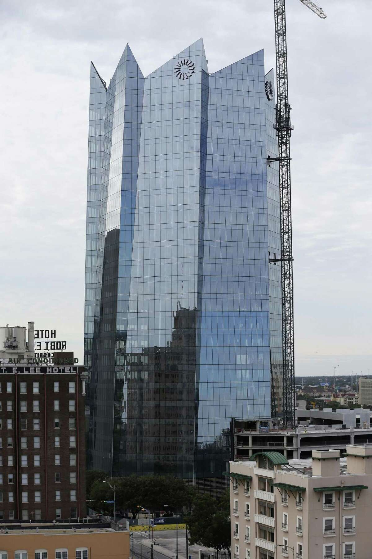 Frost Bank Tower The city of San Antonio paved the way for the construction of Frost Bank Tower in 2015, when it approved a public-private partnership with Weston Urban and Frost Bank. Crews started construction in 2017. Estimated completion: January 2019