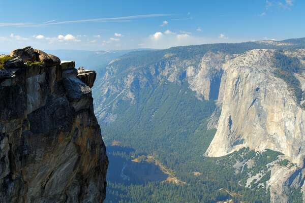 Two die in fall from Yosemite Park vista