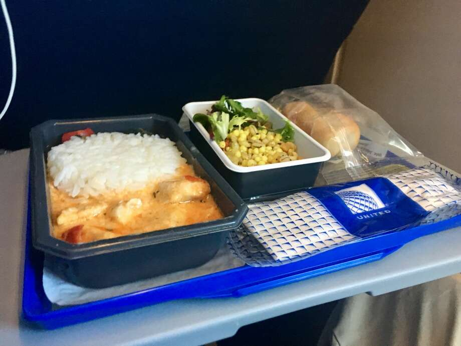 Lunch consisting of a Thai Chicken Curry is served on the flight from London to San Francisco. It wasn't bad! Photo: Tim Jue
