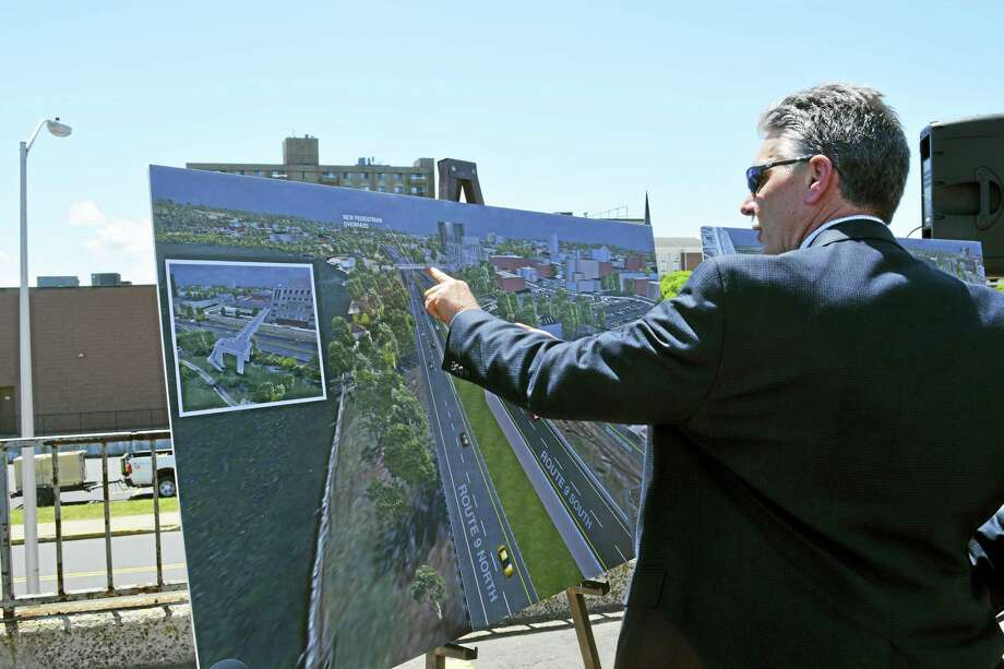 Thomas A. Harley, former bureau chief of engineering and construction at the Connecticut Department of Transportation, explains the design proposal for removing traffic signals from Route 9 in Middletown. The June 2016 presentation was held with the highway and Connecticut River as a backdrop. Photo: File Photo